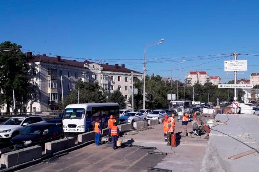 В Краснодаре завершена установка новых деформационных швов на участках Офицерского путепровода