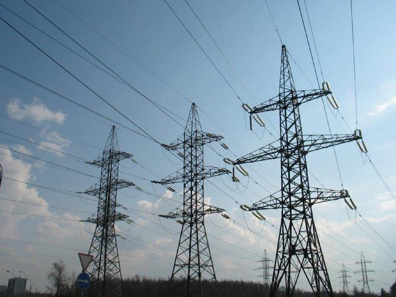 В Краснодаре энергетики продолжают подключать вышедшие из строя трансформаторные подстанции