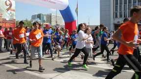 9c10d4eac975 В Краснодаре сотни студентов и школьников приняли участие в  легкоатлетическом забеге, посвященном 72 –й