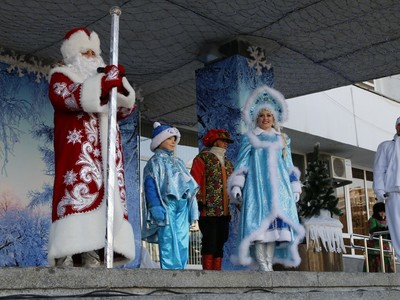 В Краснодаре на Театральной площади открыта главная ёлка столицы Кубани